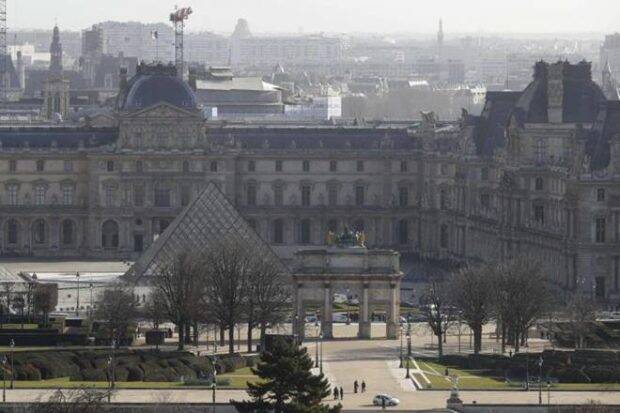 French Soldier Stops Islamist Terror Attack at the Louvre