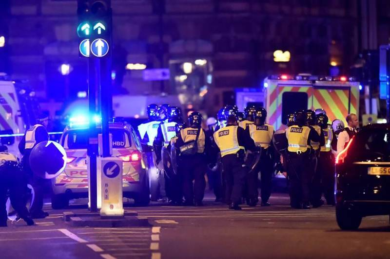 Trump offers help on London attacks, touts need for travel ban